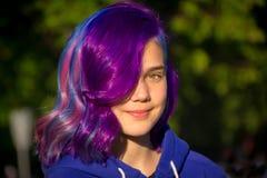 有极端头发的女孩 库存照片