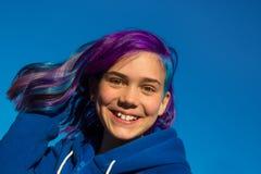 有极端头发的女孩 免版税库存照片