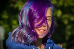 有极端头发的女孩 免版税库存图片