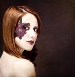 有构成和紫罗兰色花的样式女孩。 图库摄影
