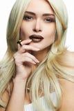 有构成的年轻白肤金发的美丽的妇女 库存图片