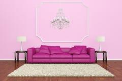 有枝形吊灯的桃红色沙发 免版税库存照片