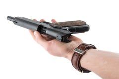 有枪和开放螺栓的手 免版税库存图片