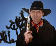 有枪感人的帽子的牛仔 库存图片