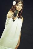 有枪的古板的女孩 库存图片