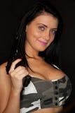 有枪的性感的妇女 库存图片