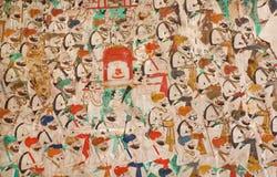 有枪的战士在井然行在印地安宫殿壁画进来走  免版税库存照片