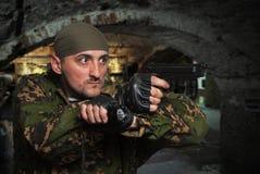 有枪的战士在手上 免版税库存图片