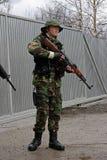 有枪的ASG Airsoft战士 免版税库存照片