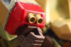 有枪零件的机器人手 免版税库存图片
