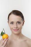 有柑桔的妇女 图库摄影