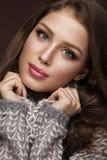 有柔和的构成的美丽的女孩在温暖 免版税库存图片