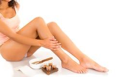 有柔滑的皮肤的美丽的年轻拉丁妇女 免版税图库摄影