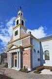 有柱子的古老,被更新的砖教会,瓦丁斯芬,荷兰 免版税库存照片