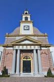 有柱子的古老,被更新的砖教会,瓦丁斯芬,荷兰 免版税库存图片