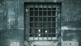 有栅格窗口的石灰色墙壁 股票视频