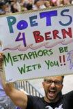 有标志的支持者伯尼・桑德斯的讲话在总统镭 免版税库存图片