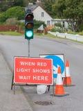 有标志的紧急红绿灯 免版税库存照片