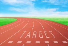 有标志目标的室外跑马场有蓝天背景 免版税库存图片