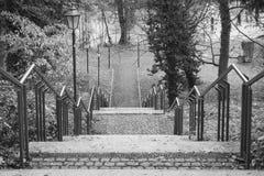 有栏杆和灯笼的台阶 库存图片