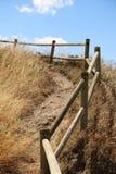 有栏杆的道路 免版税图库摄影