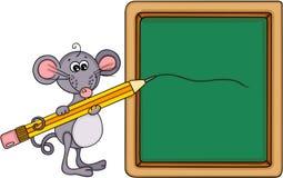 有校务委员会和铅笔的逗人喜爱的老鼠老师 库存图片