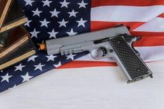 有校园枪击案枪美国国旗的法律手枪 免版税库存照片