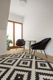 有样式地毯的室 库存照片