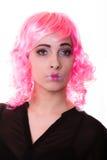 有桃红色假发创造性的脸画象的妇女 免版税库存照片