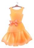有桃红色弓的葡萄酒橙色丝绸礼服 党的成套装备 免版税库存照片