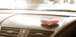 有桃红色心脏和过滤器乌贼属的里面汽车点燃 库存图片