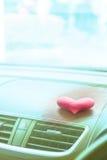有桃红色心脏的里面汽车与桃红色滤光器 免版税库存图片