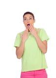 有桃红色牛仔裤的惊奇的女孩 免版税库存图片