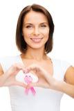 有桃红色癌症丝带的妇女 库存图片