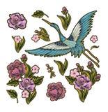 有桃红色的日本蓝色起重机开花元素 刺绣的设计 免版税库存照片