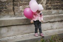 有桃红色的逗人喜爱的女孩迅速增加画象 库存图片