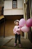 有桃红色的逗人喜爱的女孩迅速增加画象 免版税库存图片
