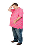 有桃红色衬衣的担心的肥胖人 免版税库存照片