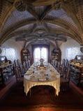 有桌的餐厅为客人到来服务 pe 免版税库存照片