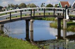 有桥梁的运河在阿姆斯特丹 免版税库存图片