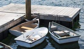 有桨的三艘划艇被栓对船坞 免版税库存图片