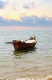 有桨的小船 免版税库存照片
