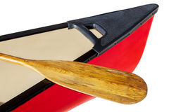 有桨的红色独木舟 库存图片