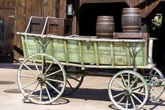 有桶的木无盖货车在墨西哥 免版税库存图片