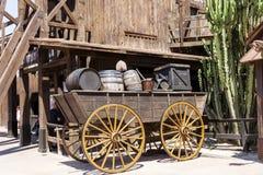 有桶的木无盖货车在墨西哥 免版税库存照片