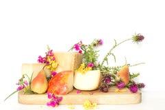有梨和巴马干酪意大利语的乳酪盛肉盘 库存图片