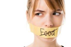 有棍子磁带的少妇有触击的通过词食物覆盖物嘴 免版税库存图片