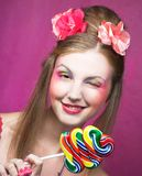 有棒棒糖的女孩 图库摄影