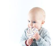 有棒棒糖的婴孩 免版税库存图片
