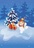 有棒棒糖的愉快的微笑的跳跃的雪人在冬天森林场面背景 免版税库存图片